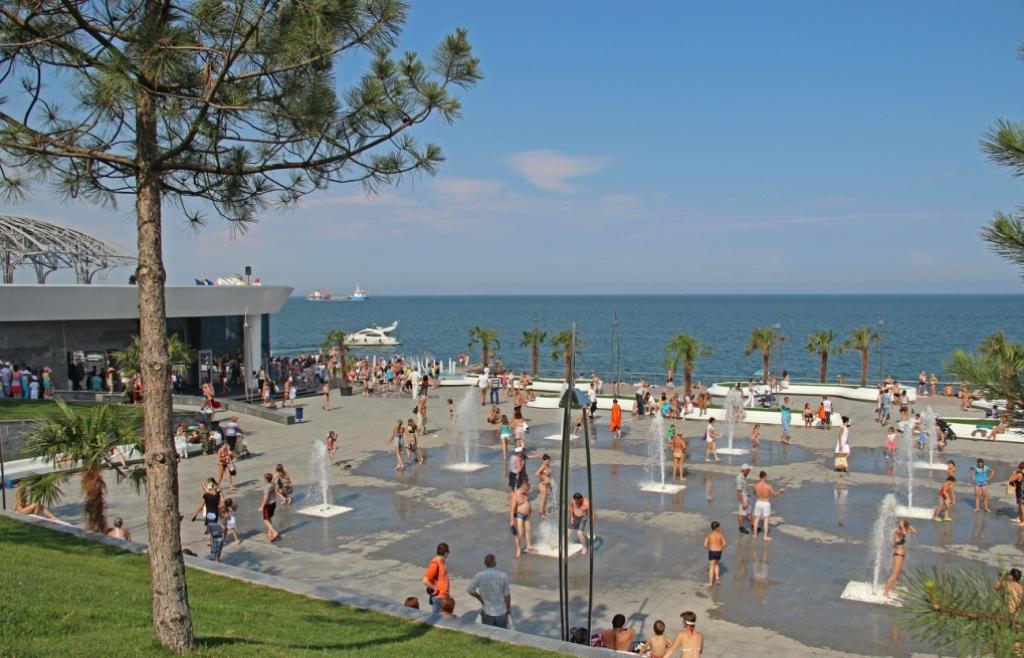 Площадь с фонтанами НЕМО на пляже Ланжерон, Одесса