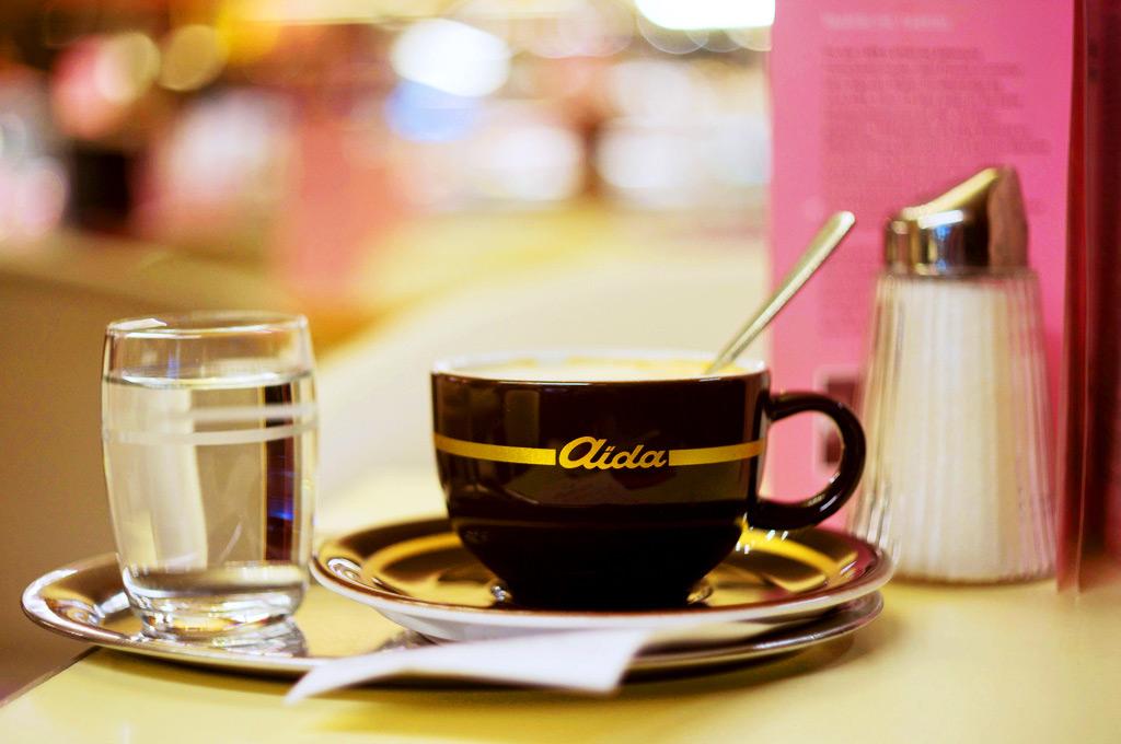 Чашечка кофе в кафе Aida, Вена