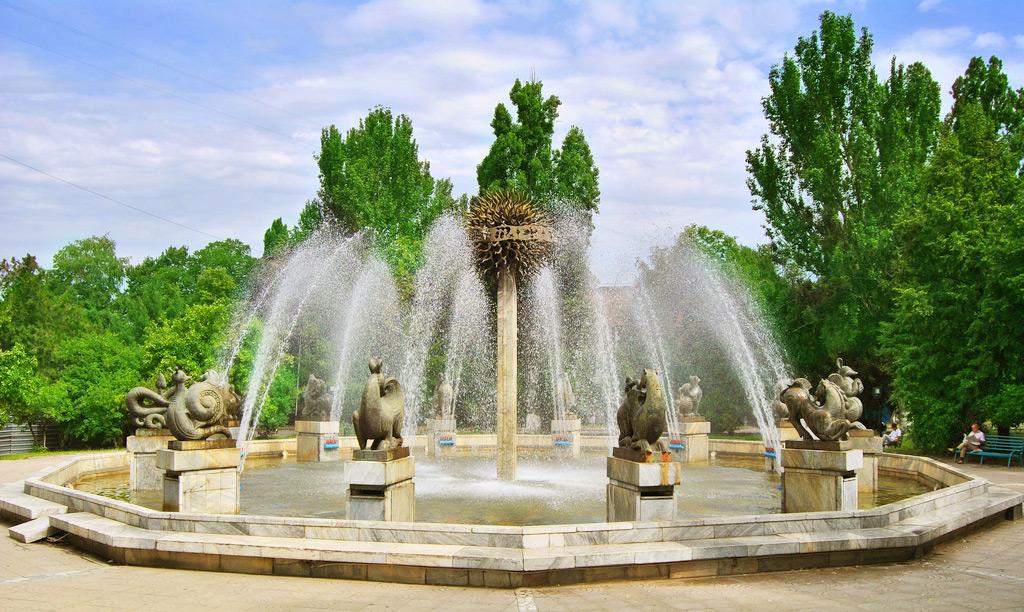 Фонтан Зодиак в Алматы