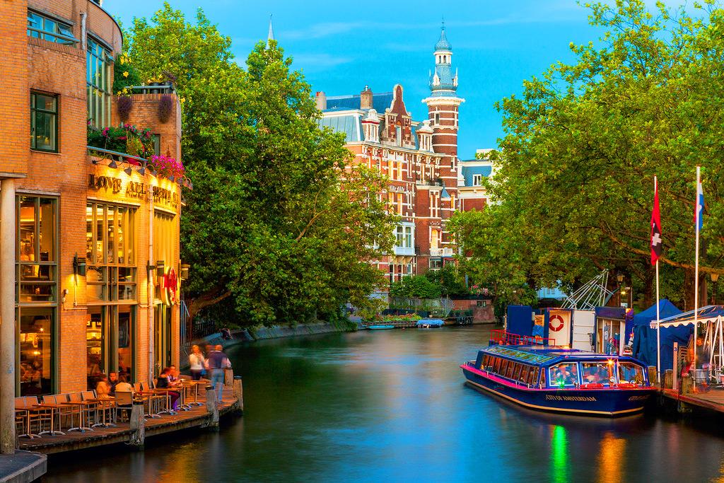 Романтические прогулки по воде в Амстердаме