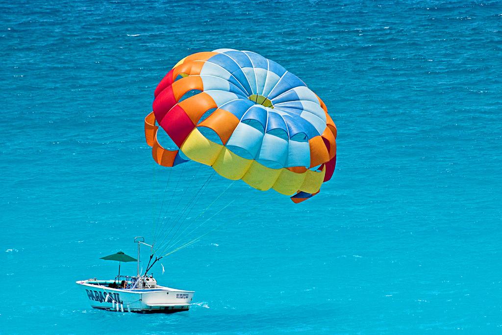 Водные развлечения на пляжах Канкуна