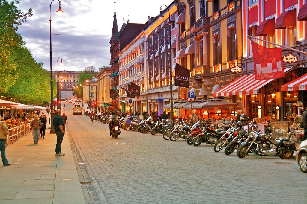 Улица Карла Юхана в Осло, Норвегия