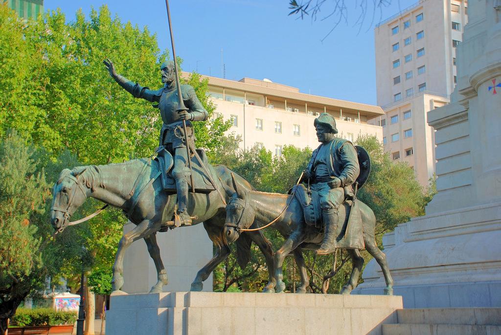 Памятник Сервантесу в Мадриде