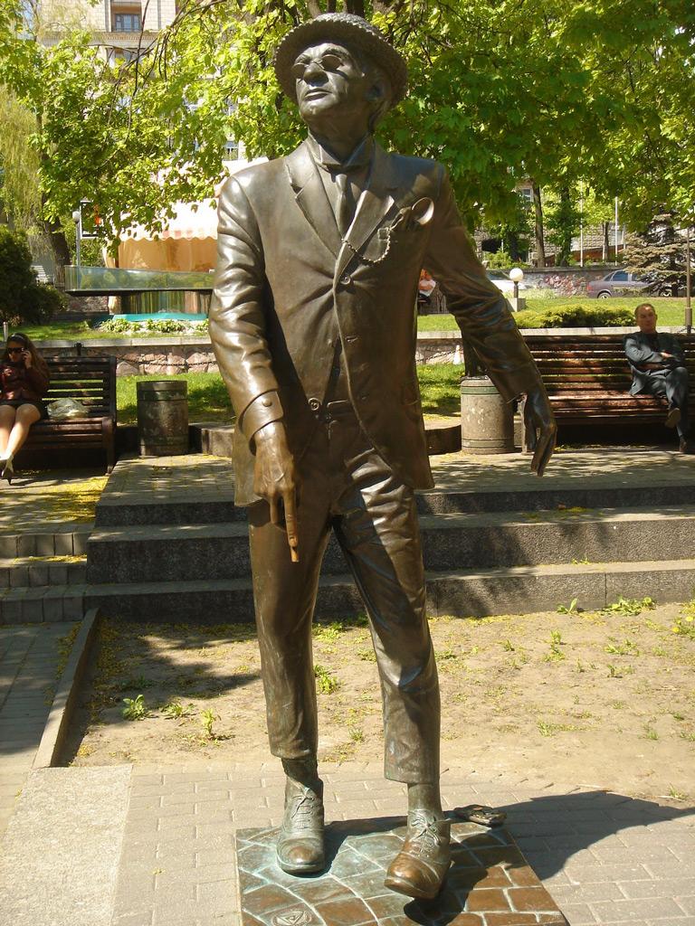 Памятник Паниковскому, Киев