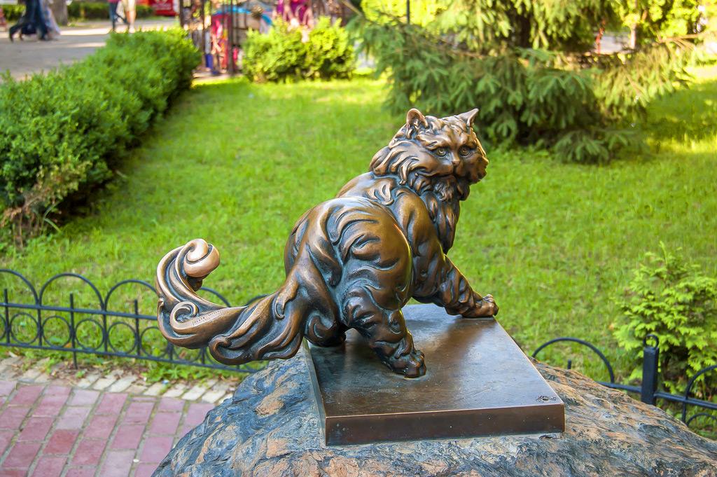 памятник коту Пантелеймону в Киеве