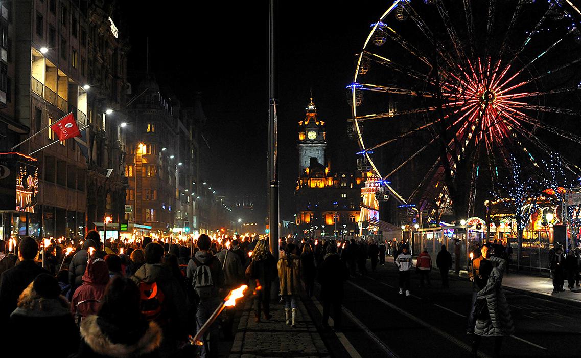 Новый год в Эдинбурге - празднования на улицах города