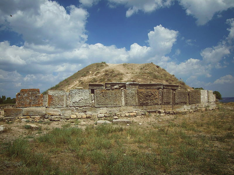 Зевсов курган в заповеднике Ольвия