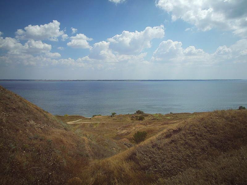 Спуск к морю в Ольвии, село Парутино