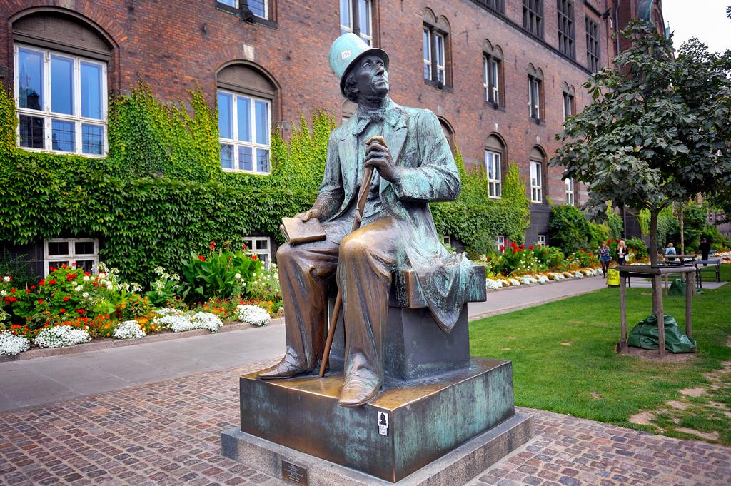 Памятник Гансу Христиану Андерсену в Копенгагене