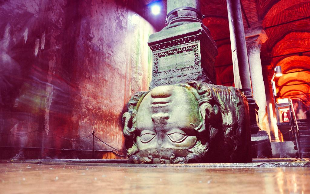 Колонна с головой Медузы, Цистерна Базилика, Стамбул