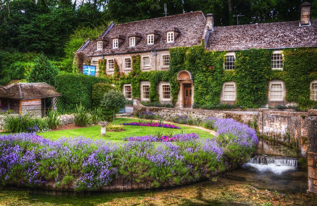 Деревня Бибури, Великобритания
