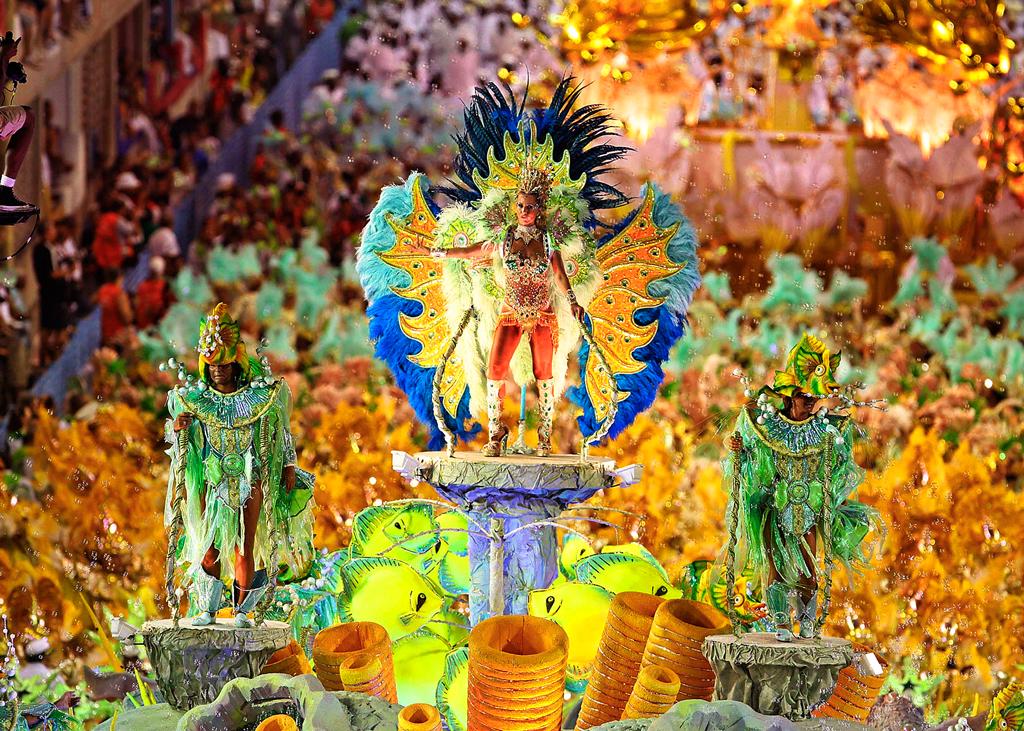 Бразильский карнавал в Рио-де-Жанейро 2015