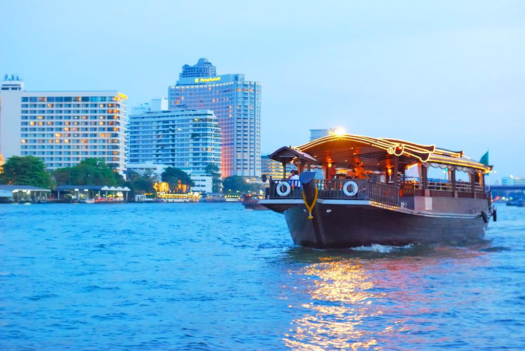 Вечерний круиз по реке Chao Praya в Бангкоке