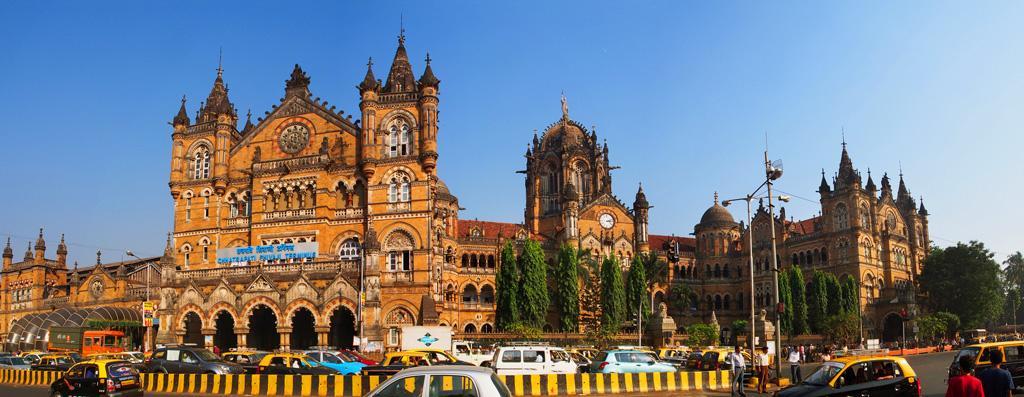 Фасад здания вокзала Чхатрапати Шиваджи в Мумбаи