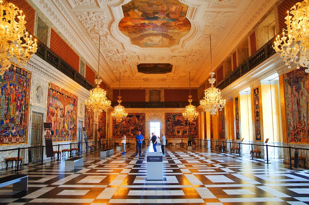 Интерьер дворца Кристиансборг в Копенгагене