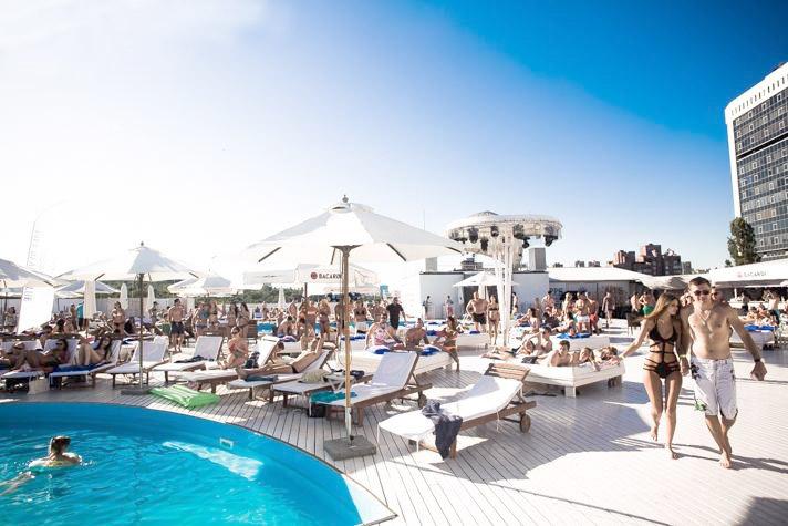 Открытый бассейн на крыше ТРЦ Ocean Plaza, Киев