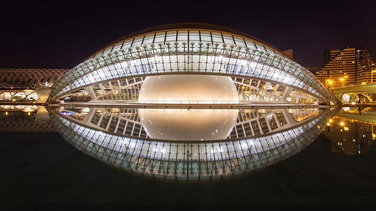 Театр Эмисферик ночью