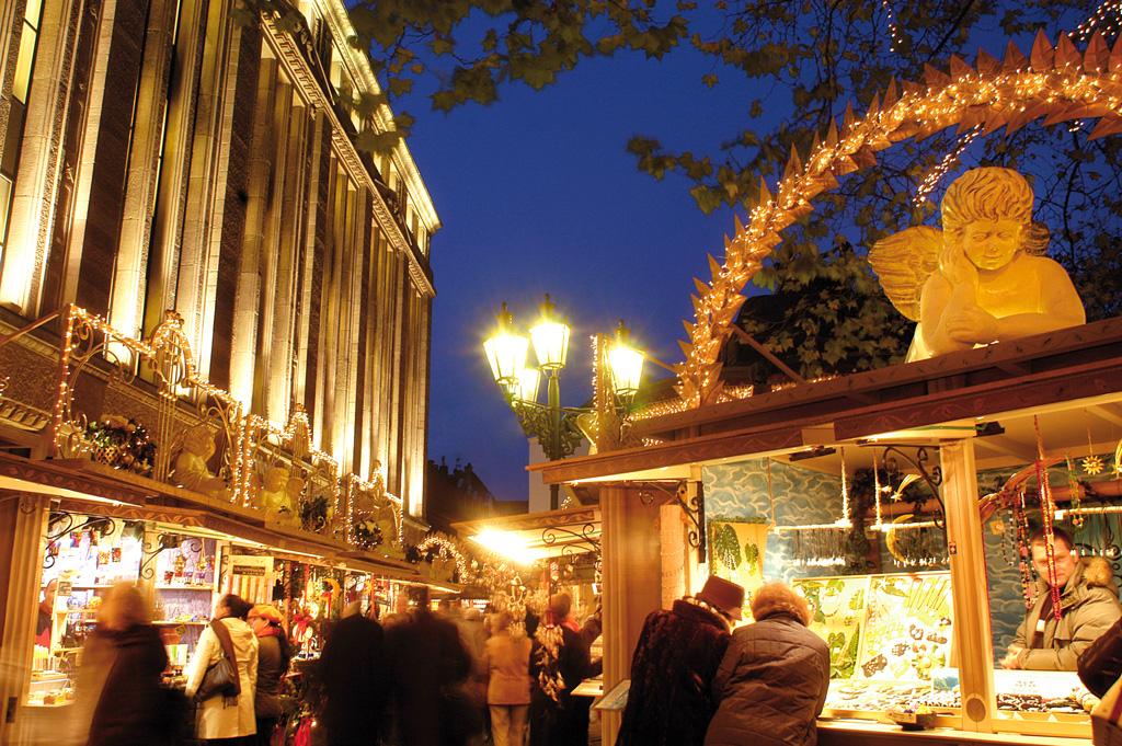 Рынок маленького ангела на площади Генриха Гейне в Дюссельдорфе