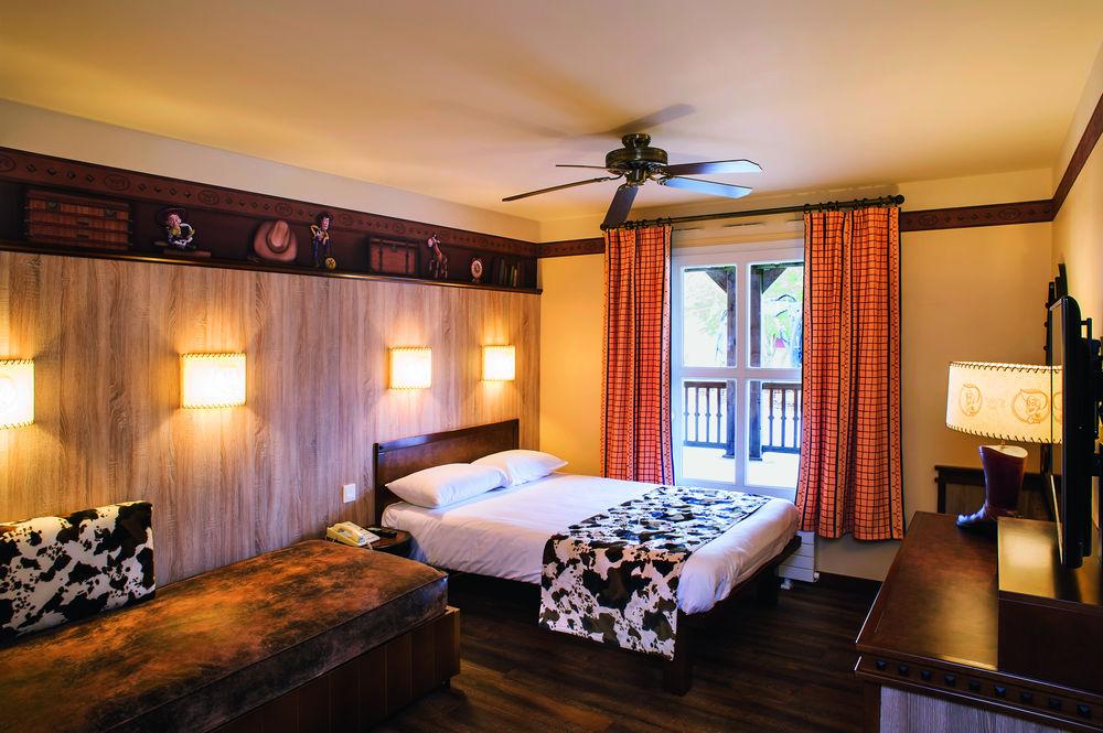 Disney's Hotel Cheyenne2