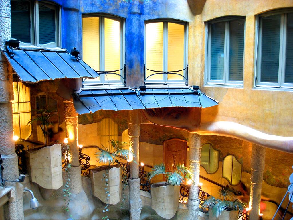 Дом Мила, лестница, Барселона