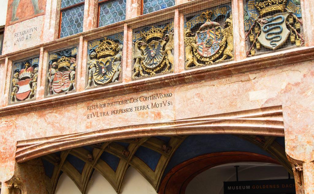 Дом с золотой крышей в Инсбруке, деталь