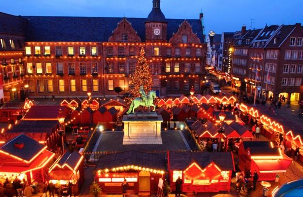 Рождественская ярмарка на площадь Марктплац в Дюссельдорфе