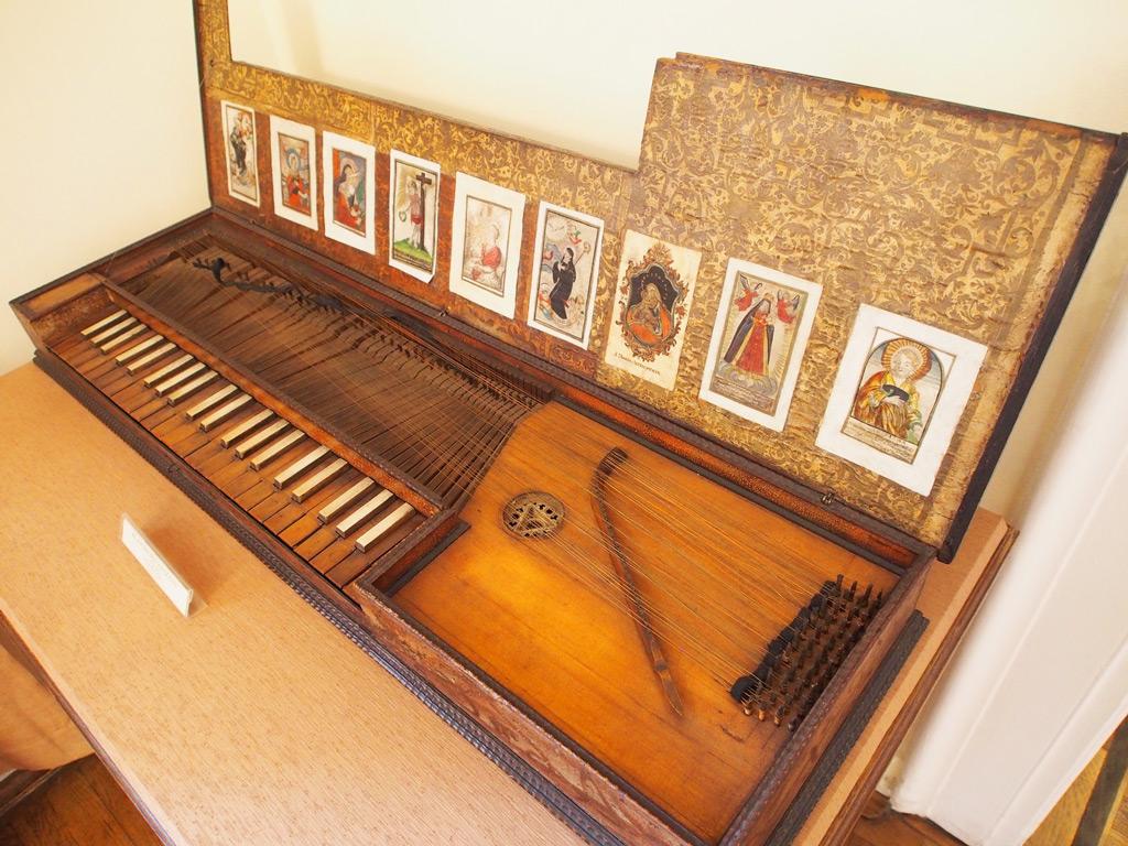 Экспозиция музея народных инструментов в Познани