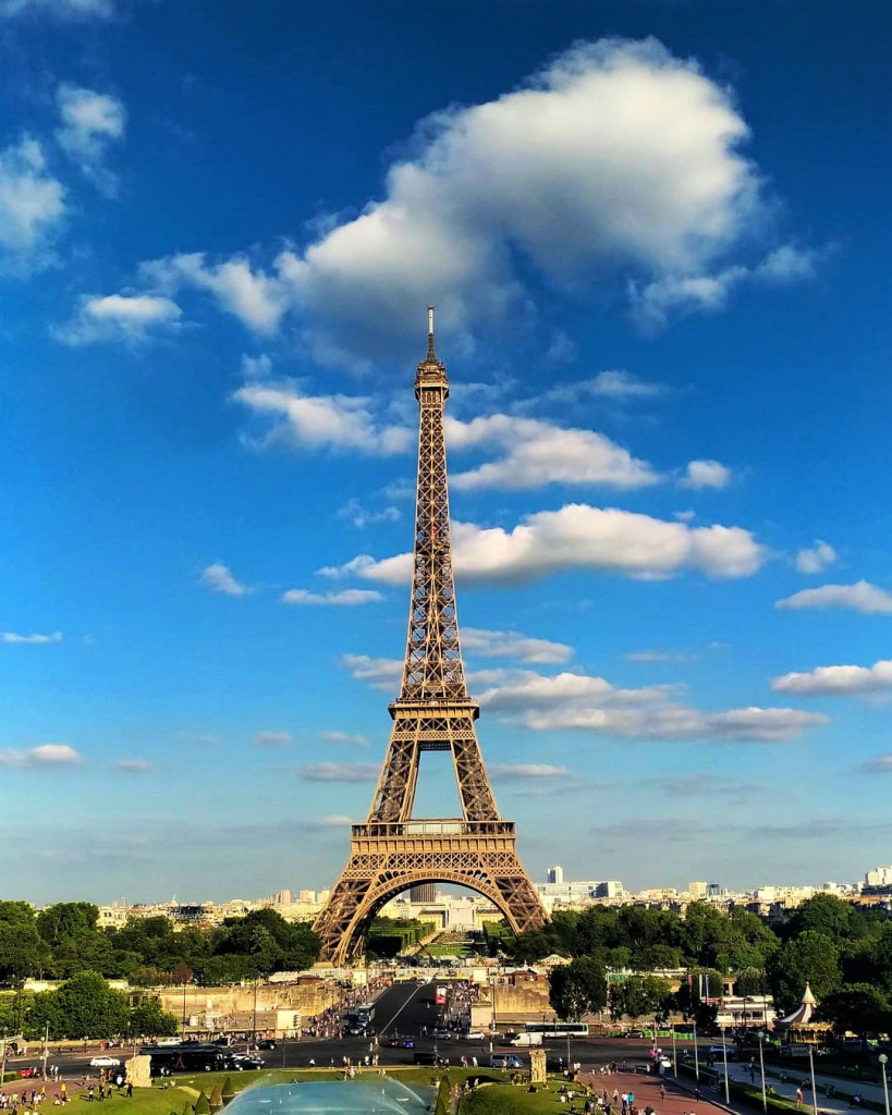 Фото: www.instagram.com/kessieloara эйфелева башня 5 локаций, где можно посмотреть на Эйфелеву башню Esplanade de Trocadero 819x1024