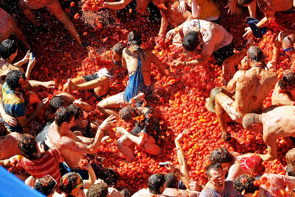 Фестиваль томатов в Испании
