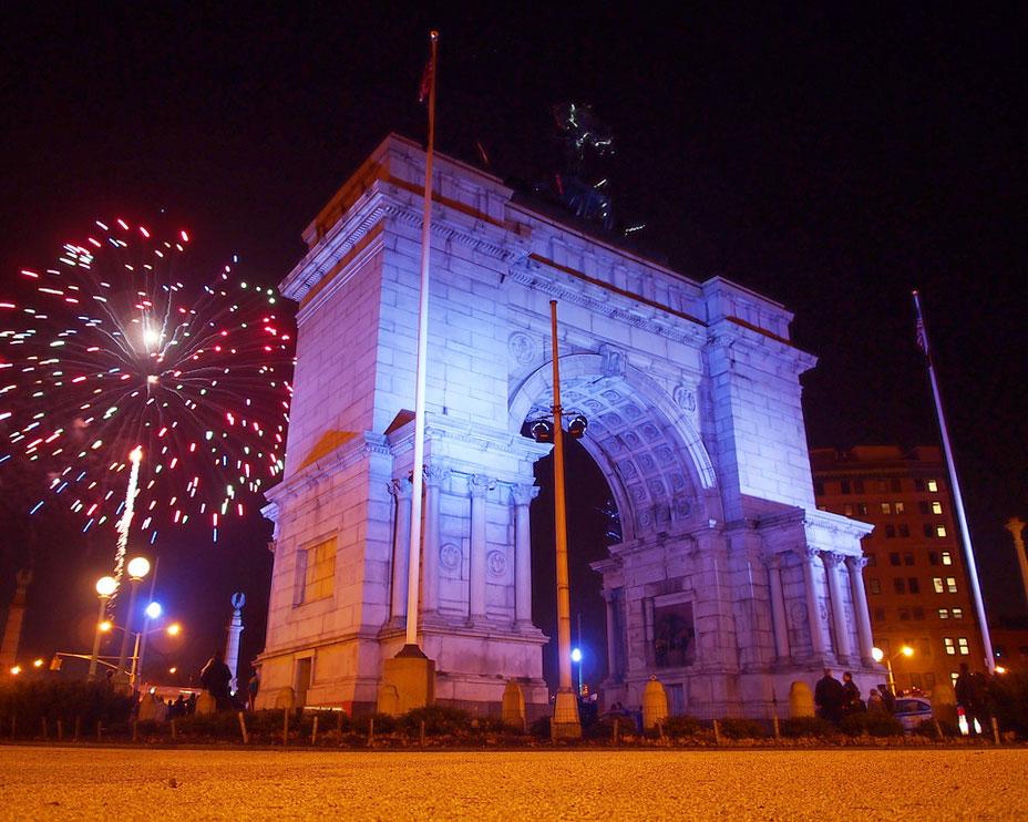 Новогодний салют на площади Гранд-Арми-Плаза
