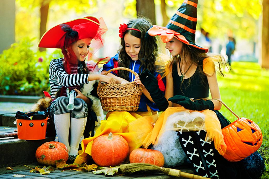 Переодевание в костюмы на Хэллоуин