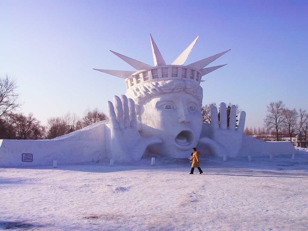 Снежные скульптуры на Харбинском фестивале льда и снега