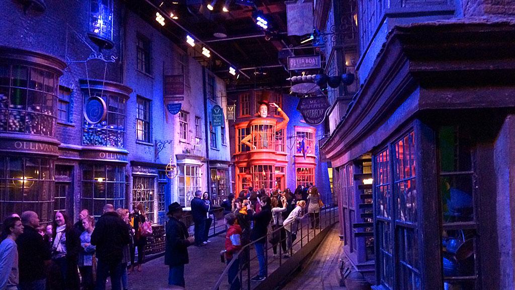 Косой переулок в музее Гарри Поттера в Лондоне