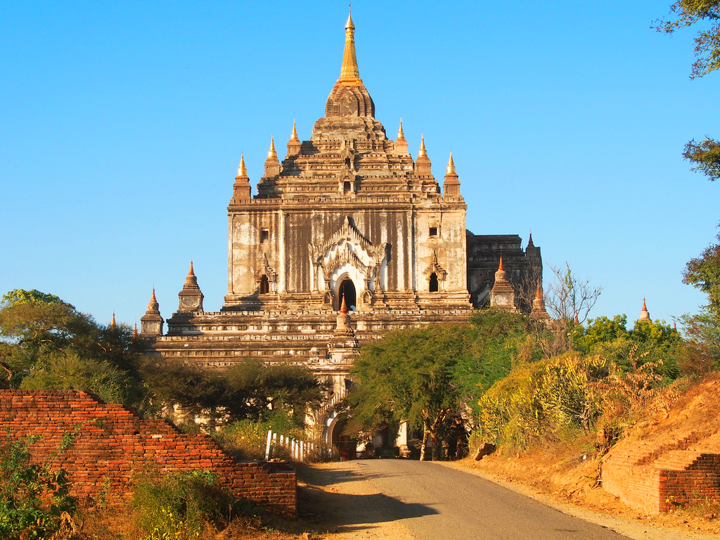 Храм Татбьиньи, Баган, Мьянма