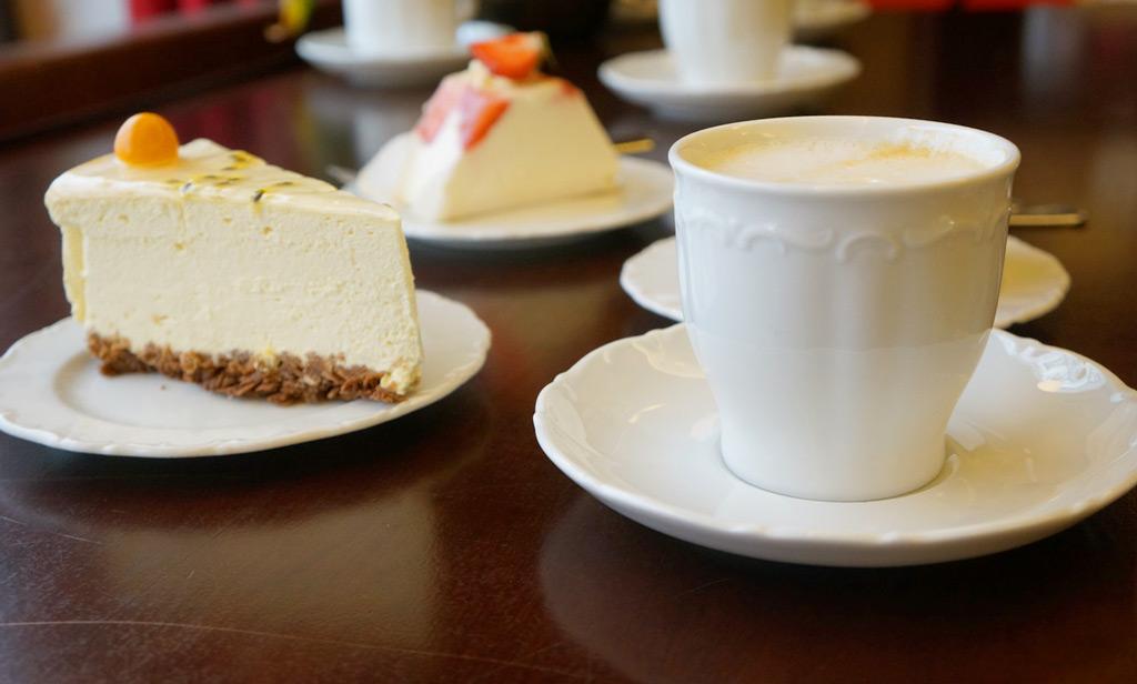 Десерт в кафе Maiasmokk