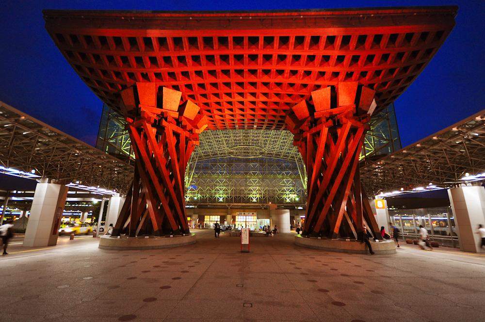 Вход на вокзал Канадзава в Канадзаве