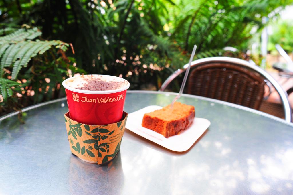 Кофе с булочкой, Богота, Колумбия