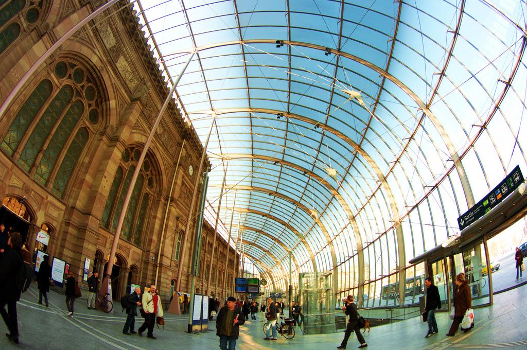 Внутри вокзала Ля Гар в Страсбурге