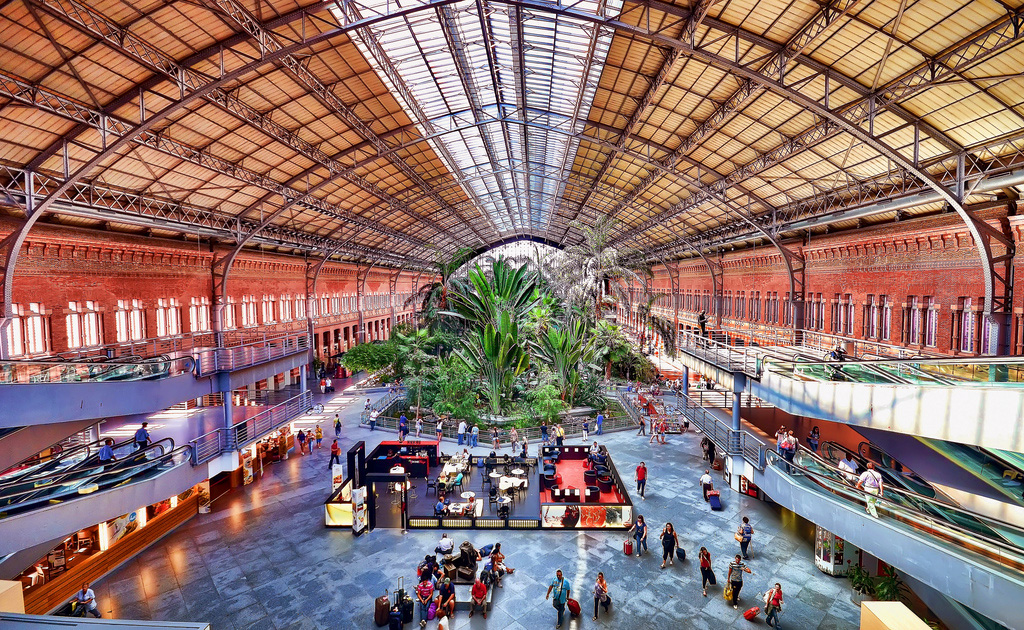 Зал ожидания вокзала Аточа в Мадриде