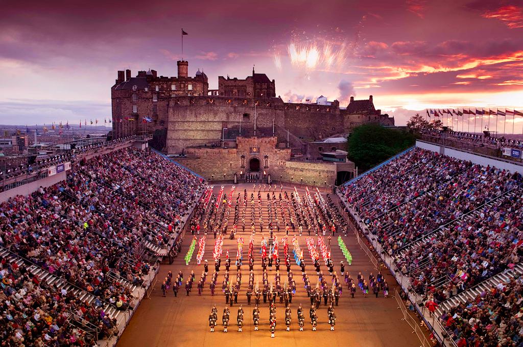 Military Tattoo Королевский парад военных оркестров, Эдинбург