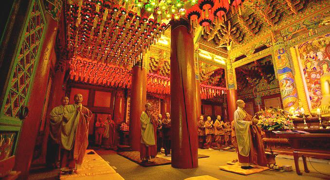 Молитва, монастырь Вольчжонса, Южная Корея