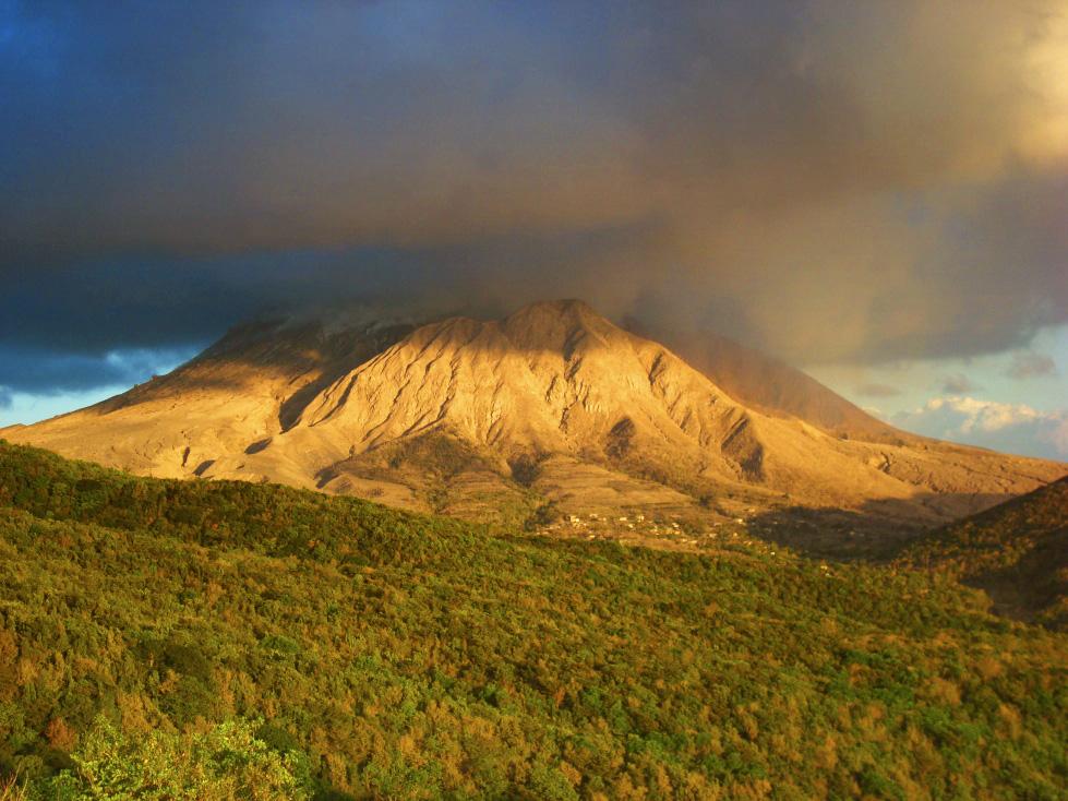 Вулкан на острове Монтсеррат
