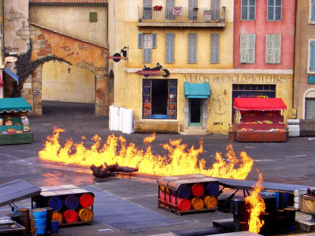 Каскадерское шоу в парижском Диснейленде