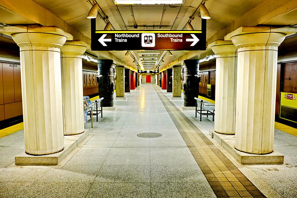 Станция метро Museum, Метрополитен Торонто