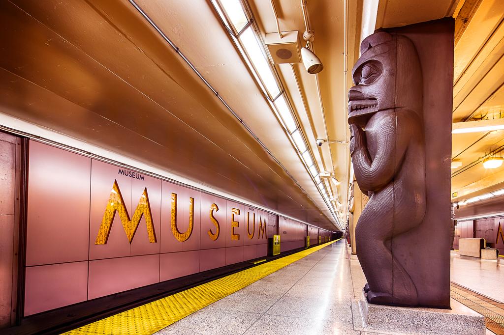 Станция Museum, метро Торонто