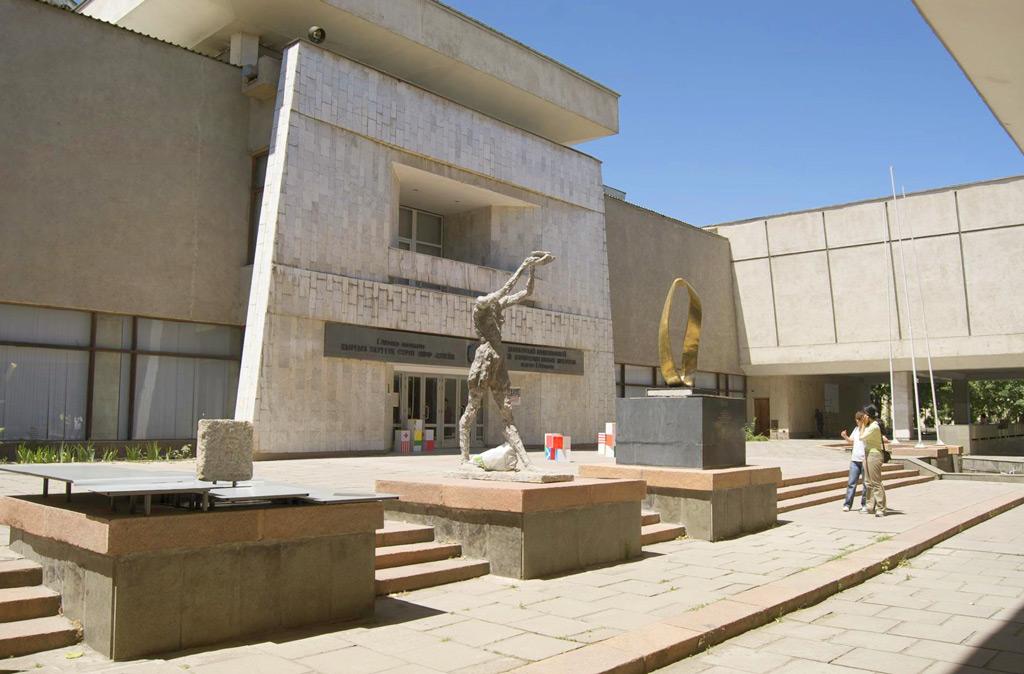 Музей изобразительных искусств имени Гапара Айтиева в Бишкеке