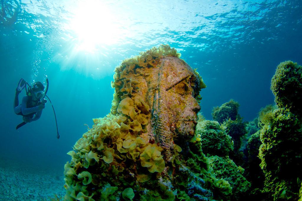 Музей под водой в Канкуне, Мексика