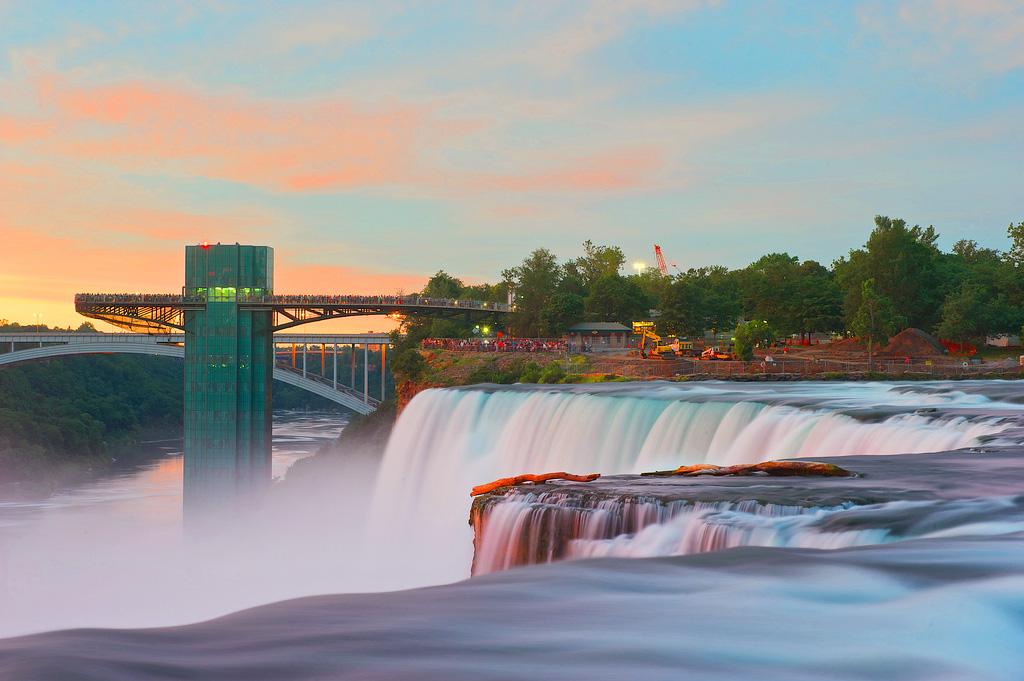 Ниагарский водопад в штате Нью-Йорк, США