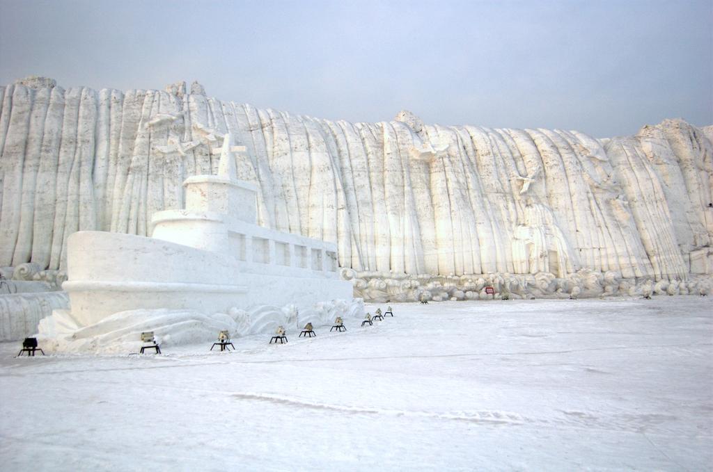 Скульптура  Ниагарский водопад и Пересечение Берингова пролива