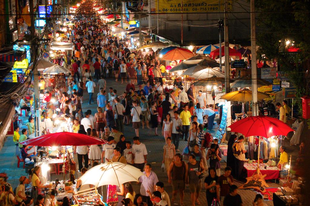 Ночной рынок в Чианг Мэй, Таиланд
